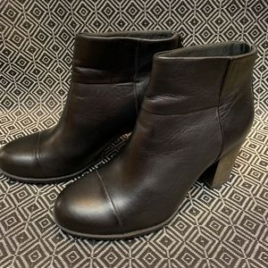 Women's Clarks Ankle Boots Size 7.5